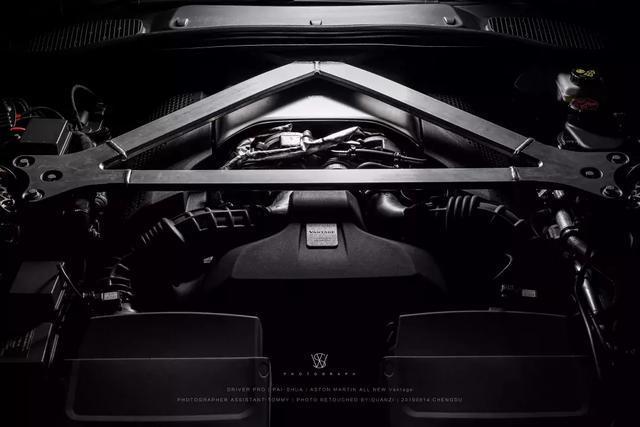 深度体验阿斯顿•马丁V8 Vantage:只为读懂你的美