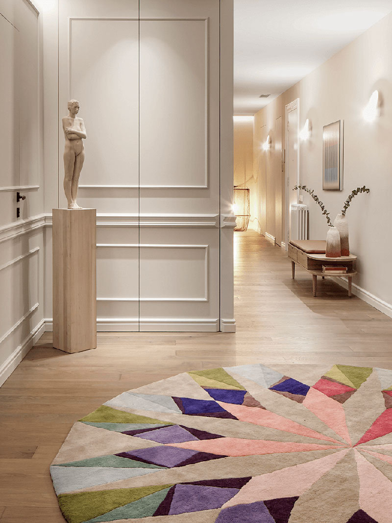 通过采用一些具有冬季风格的装饰来淡化整体的室内装饰
