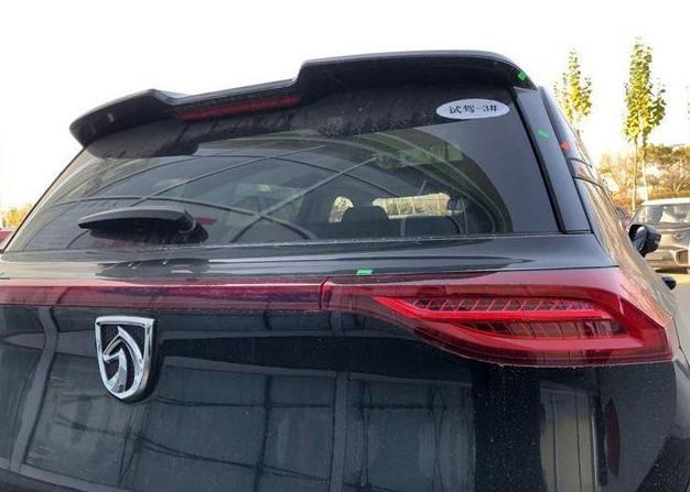 黑色宝骏RS-5到店实拍,内饰不输百万豪车,还买啥H6!