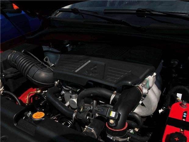 外形酷似切诺基,国产的硬派SUV,颜值爆表,动力更不是问题