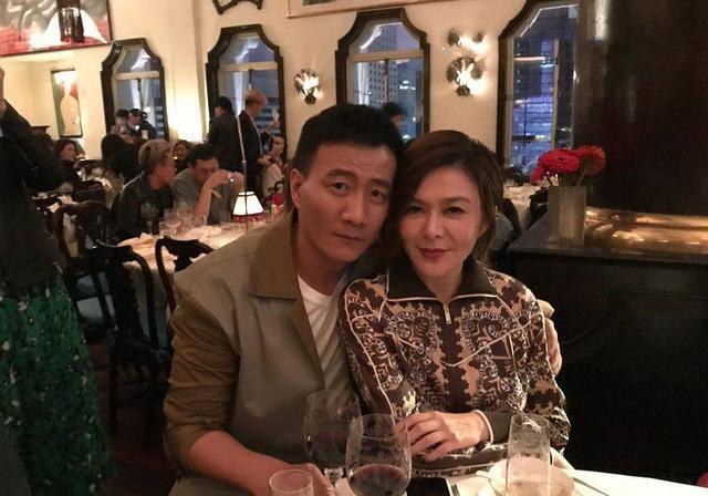 比美!56岁关之琳僵硬,55岁刘嘉玲怪异,65岁林青霞赢了