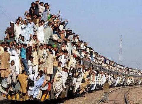 全球只有这一个国家开火车不关门?原因说出来都不敢信