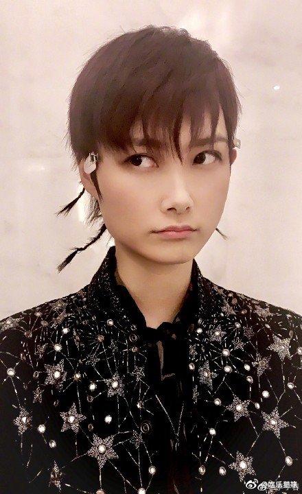 任性李宇春在线举报发型师喝了假酒!发型师就这样无情被抛弃了