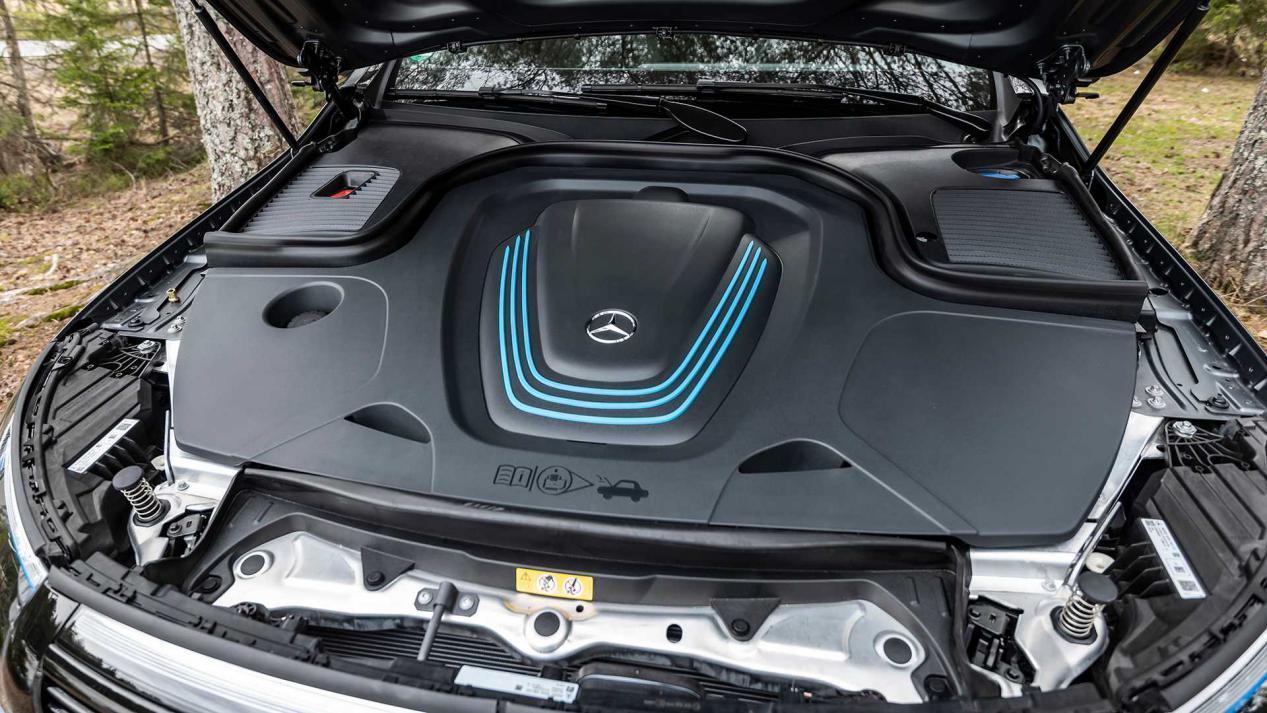 e-tron劲敌诞生,奔驰首款纯电SUV,402马力4.8秒破百,续航470KM