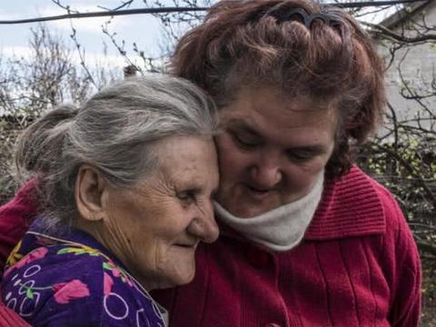 女子将母亲尸体藏地窖五个月,只为继续冒领两千元养老金