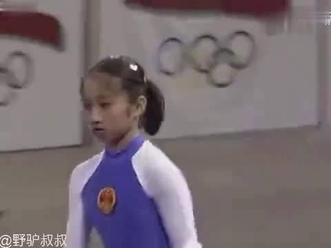 这个我服,中国体操史上,唯一一次以满分夺金的高低杠