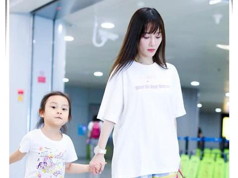李小璐现身董璇女儿生日会,7岁甜馨越发像贾乃亮