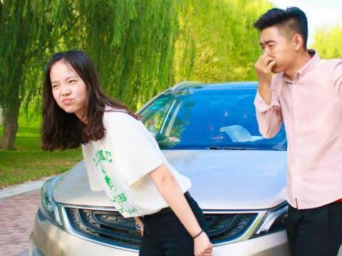 美女打车遇抠门司机,两人全程尬聊,看一次笑三天
