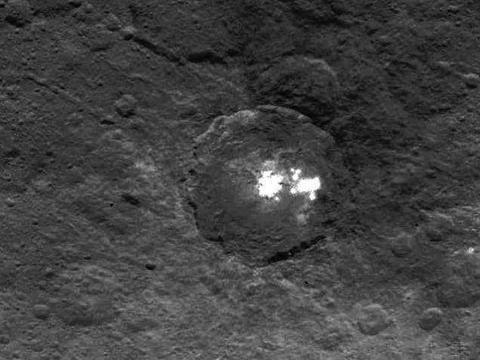 是冰块?还是盐层?为你揭开谷神星塞勒斯表面亮点之谜