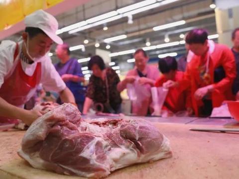 """李克强走进菜市场确保百姓年底有猪肉吃,给种猪补贴、保障养猪用地、严禁""""一律关停"""",国家17道政策稳肉价"""