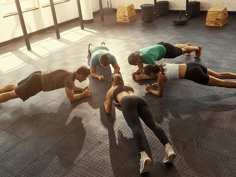周杰伦昆凌健身,边玩儿边减脂,让平板支撑不再枯燥
