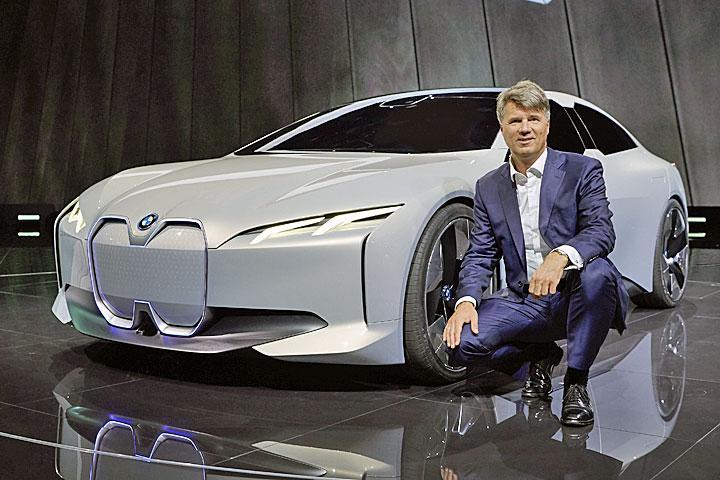 有新能源指标得上牌的你,再憋一下,德国豪华品牌,这辆值得你等