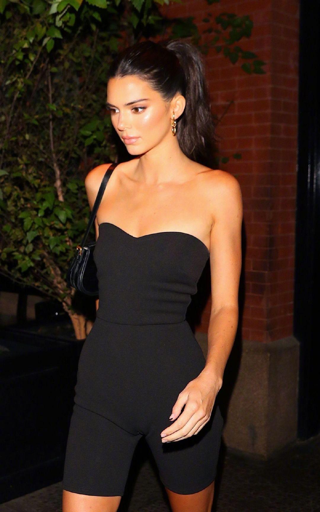 当地时间9月7日, 肯豆Kendall Jenner 脚穿 Alexander Wang凉鞋
