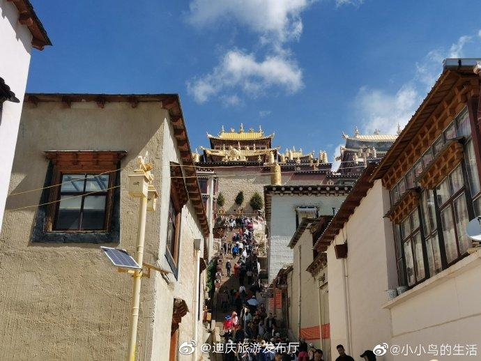 香格里拉松赞林寺是云南省规模最大的藏传佛教寺院