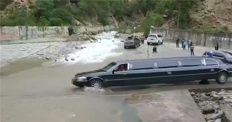 """首台""""进藏""""的林肯加长版,车价155万,车长8.5米,C1证开不了"""
