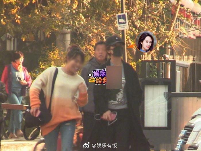 近日,有八卦媒体拍到@杨紫 驾车现身某整形美容医院