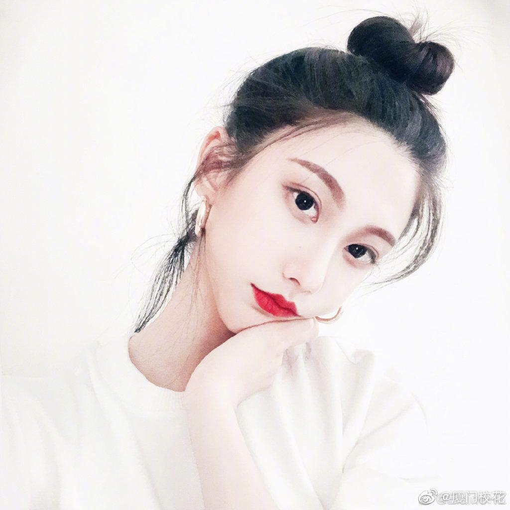 @Elaine-IZ   00年,就读于中国戏曲学院,身高170cm,狮子座