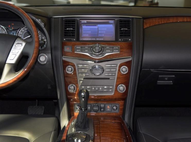 比Q7漂亮车长超5.3米,5.6L怼出398马力,现降33万为何少有人买
