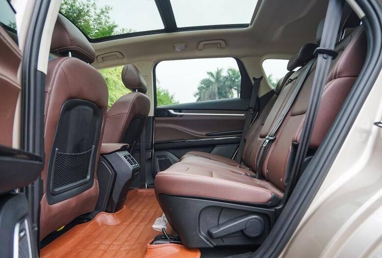 轴距2800mm且标配全景天窗的中型SUV仅8万,为何月销量不过千