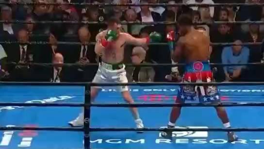 WBC中量级拳王查洛击倒霍根!这一拳又重又准!