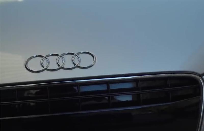 """270万奥迪R8,3.9秒破百,看到车主时,没想到是""""钢铁侠"""""""