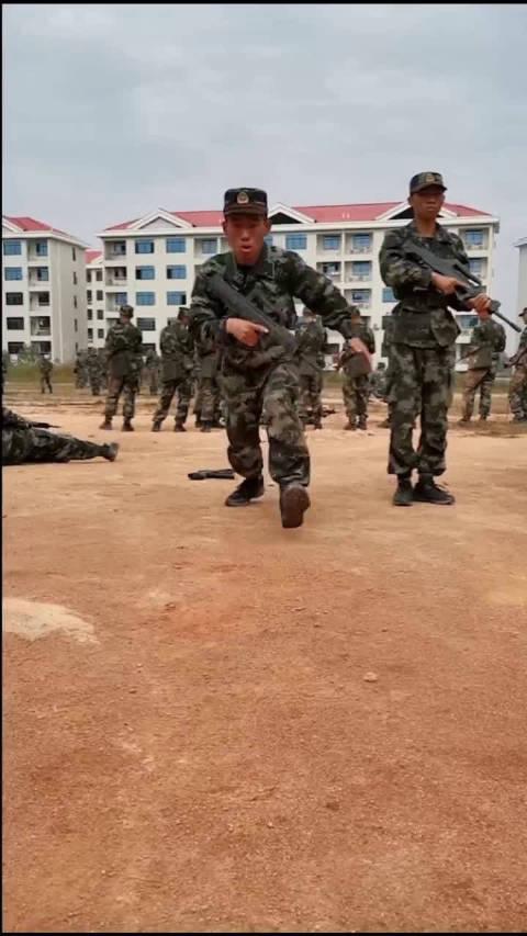 摔打不是挫折,而是成长.湖南武警