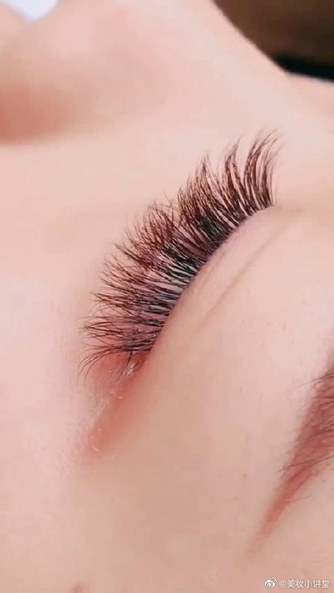 拥有芭比娃娃一般的睫毛,你喜欢吗?这是不是小仙女梦想中的样子啊