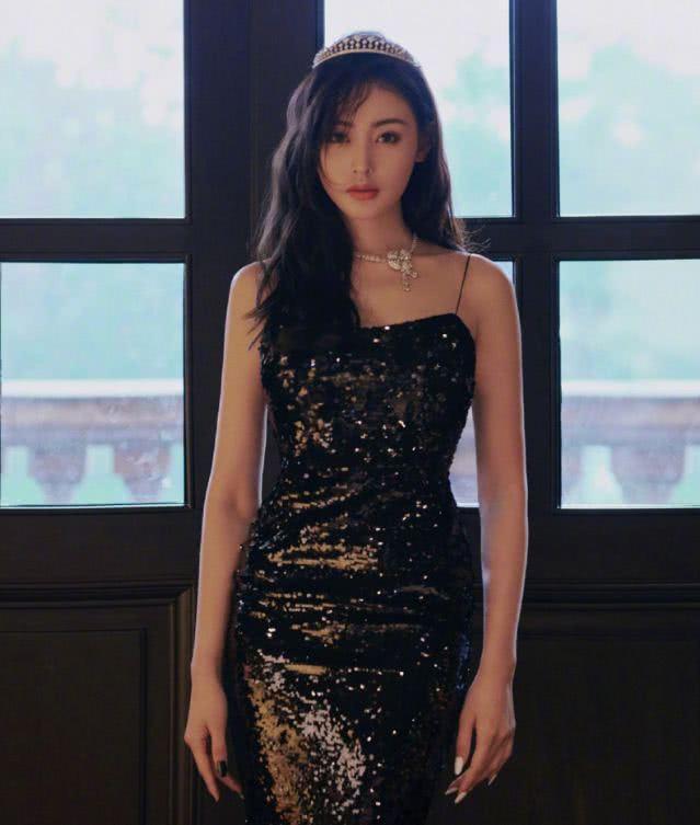 看了刘亦菲最新好莱坞拍的照片,你说西方对中国没有偏见我不信