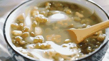 喝了碗绿豆汤竟然中风了!天气再热也不能这么吃,后果很严重