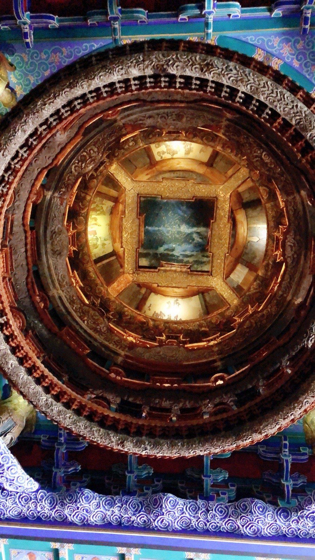 来看了隆福寺藻井。隆福寺藻井是国家一级文物,所属年代为明代