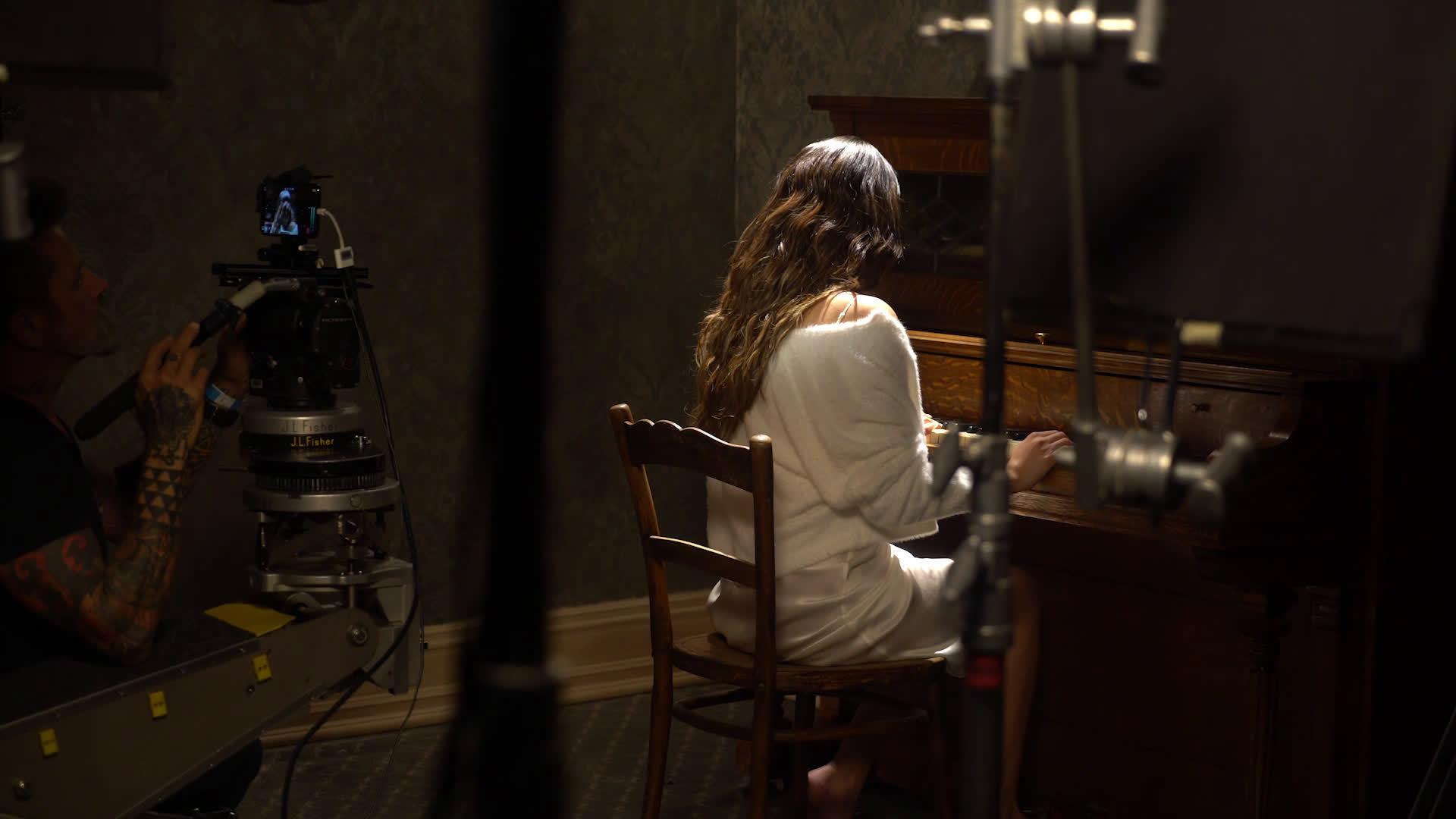 赛琳娜·戈麦斯今天发布了新歌《Lose You To Love Me》的MV