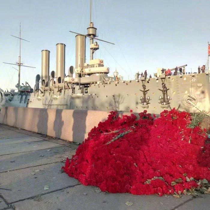 十月革命102年11月7日充满鲜花的阿芙乐尔号巡洋舰