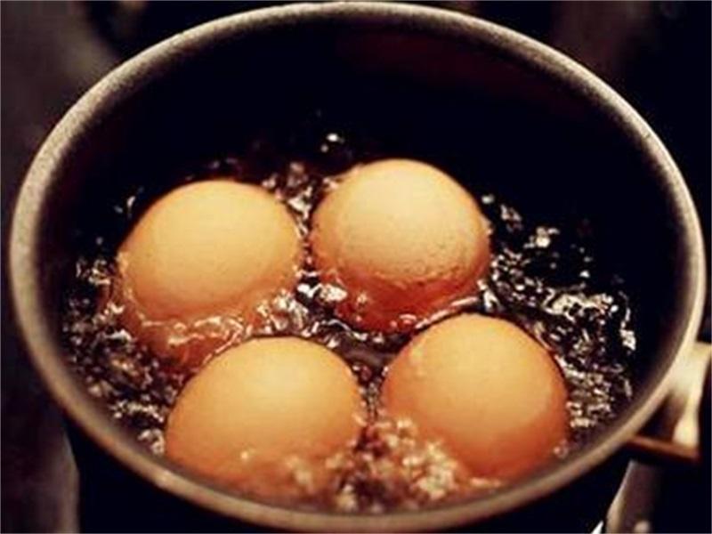 煮时候的鸡蛋别再加盐了,想要咖喱自动奶油,那就加点醋鸡蛋脱壳乌冬图片