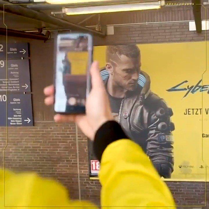 CDPR 在德国科隆展览馆车站内安置了一幅《赛博朋克2077》的大型广告