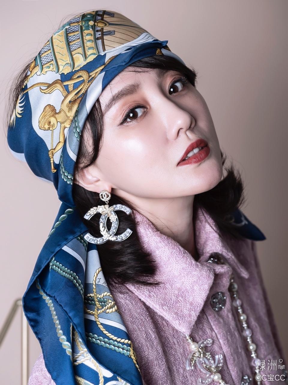 新入的香奈儿外套搭配hermes vintage丝巾把丝巾当头巾是我超爱的一
