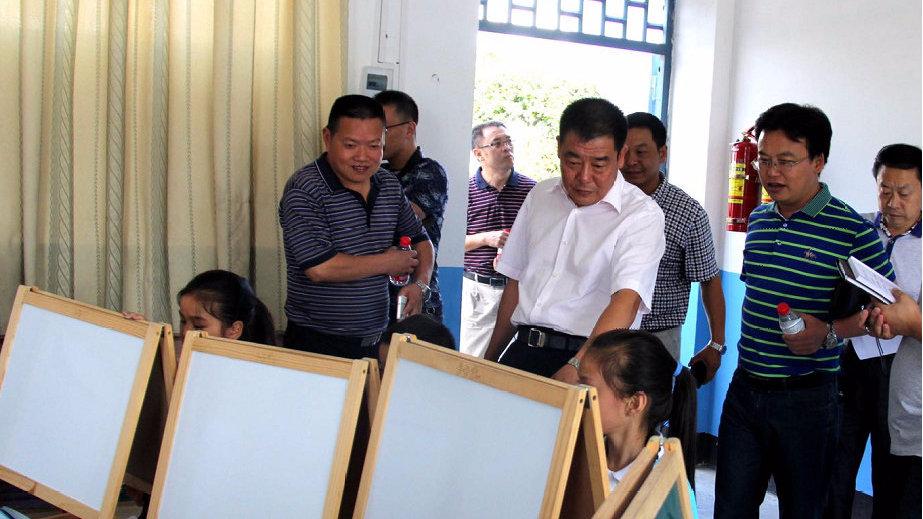 """巫山县的教育经——精准扶贫""""斩穷根"""" 为贫困学子铺起星光大道"""