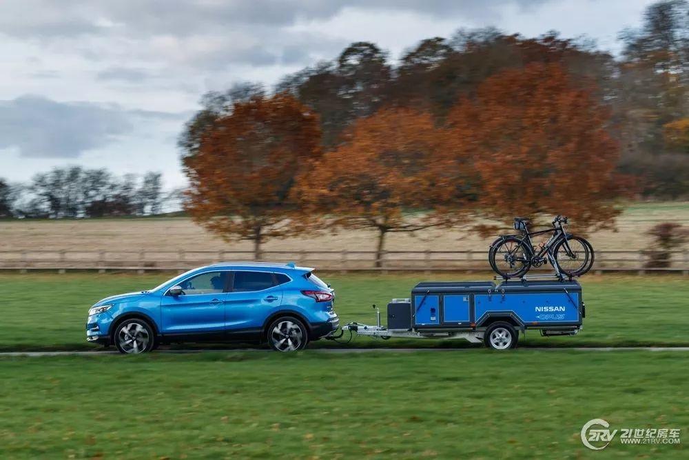 编辑 在上个月布鲁塞尔车展上,日产就曾在旗下产品NV300上应用了这项电池技术,如今,这项技术已经成熟,通过这款Nissan x Opus来展示。这项电池技术提供的能源可用于任何车载设施,包括车内的照明,微波炉和冰箱正常工作。日产计划今年晚些时候在欧洲正式推出这款便携式防风雨的Energy ROAM锂离子电池组设备,随着它的推出,它将正式用于户外露营装备。 编辑