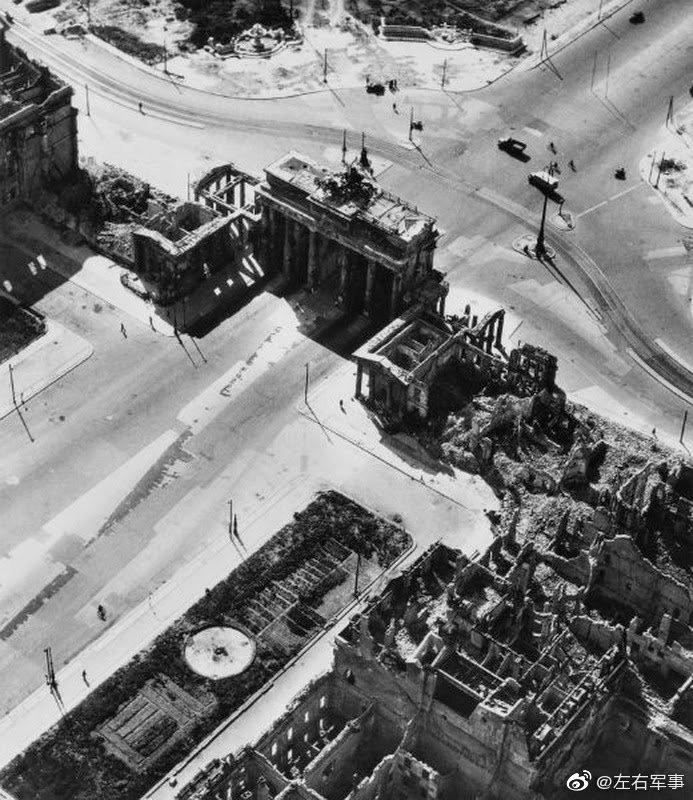 柏林战役后的勃兰登堡门,国会大厦,柏林大教堂,胜利纪念柱