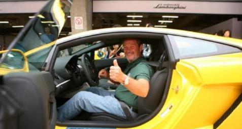 在兰博基尼工作一辈子,汽车出厂要他点头才行,名字命名新超跑!