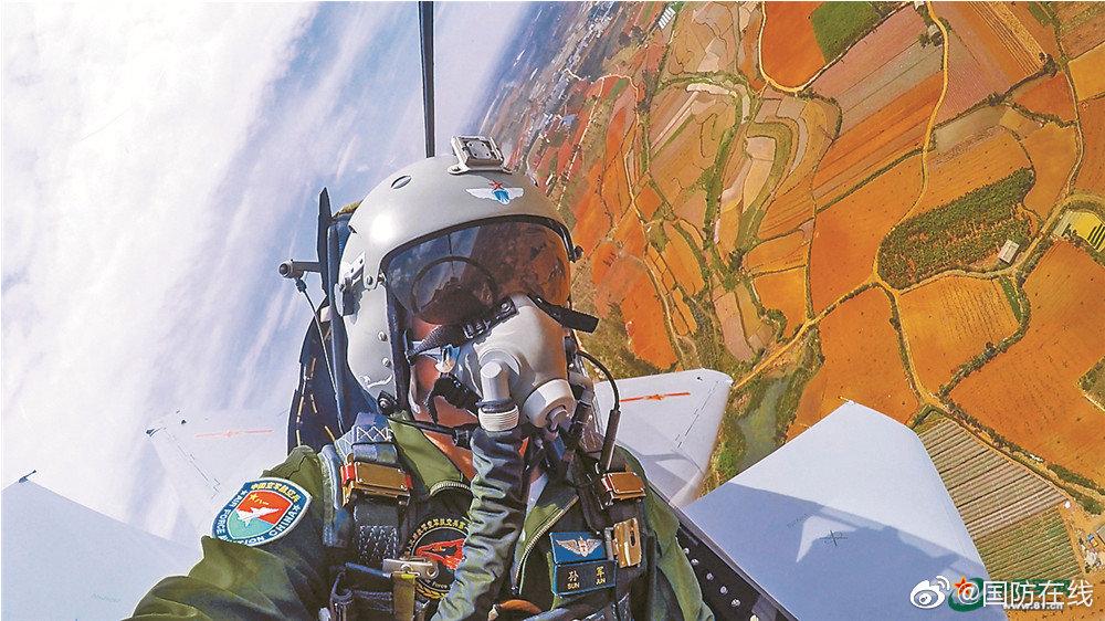 南部战区空军航空兵某旅突防突击实战化演练掠影