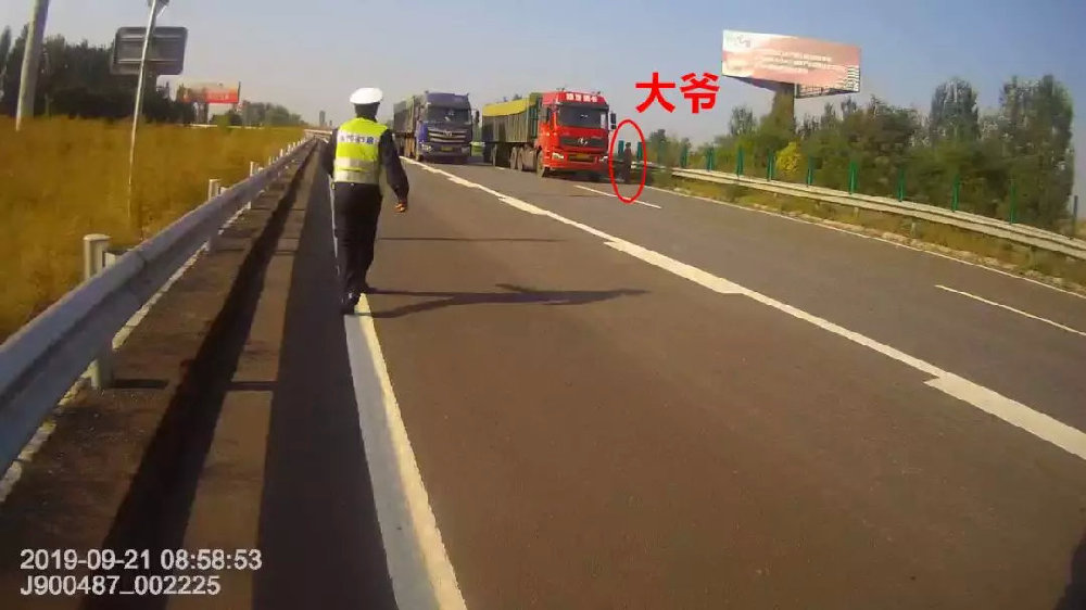 忻州:大爷高速上非法拦截机动车