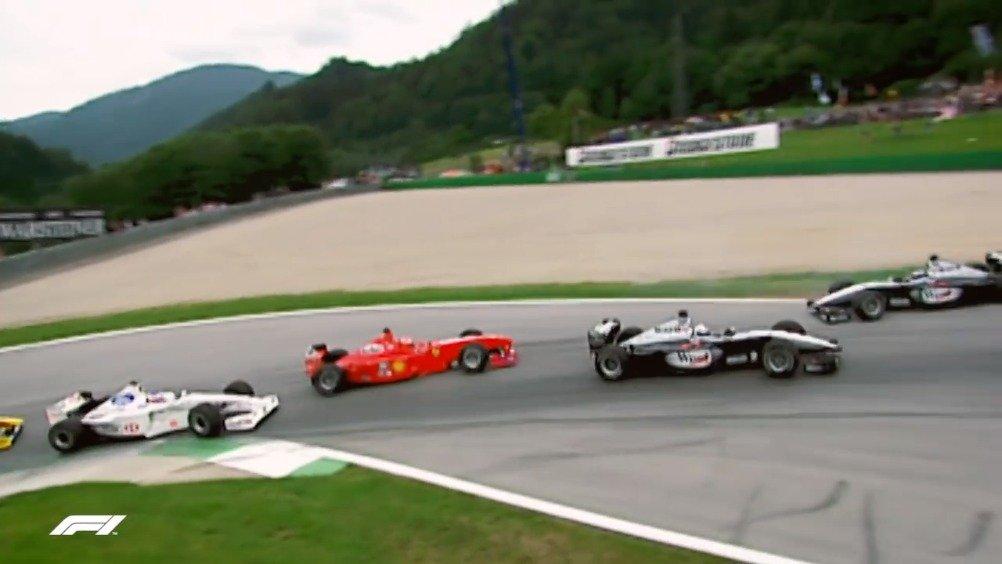 1999赛季奥地利站中,哈基宁取得杆位,队友库特哈德从第二位发车