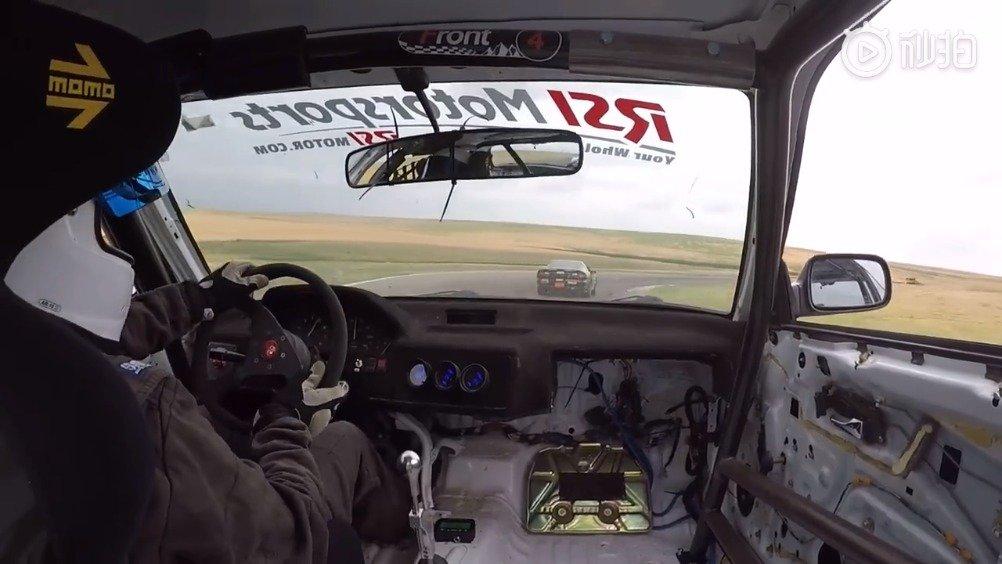 视频车:别老在前面挡路,靠边!前车:好嘞,哥!