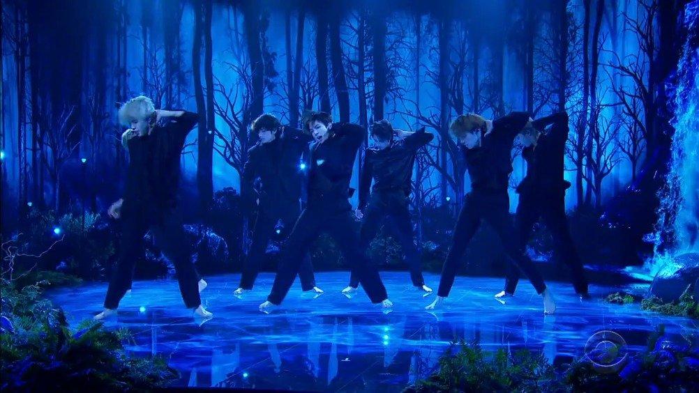 防弹少年团BTS最新美国现场电视首演新单《Black Swan》-