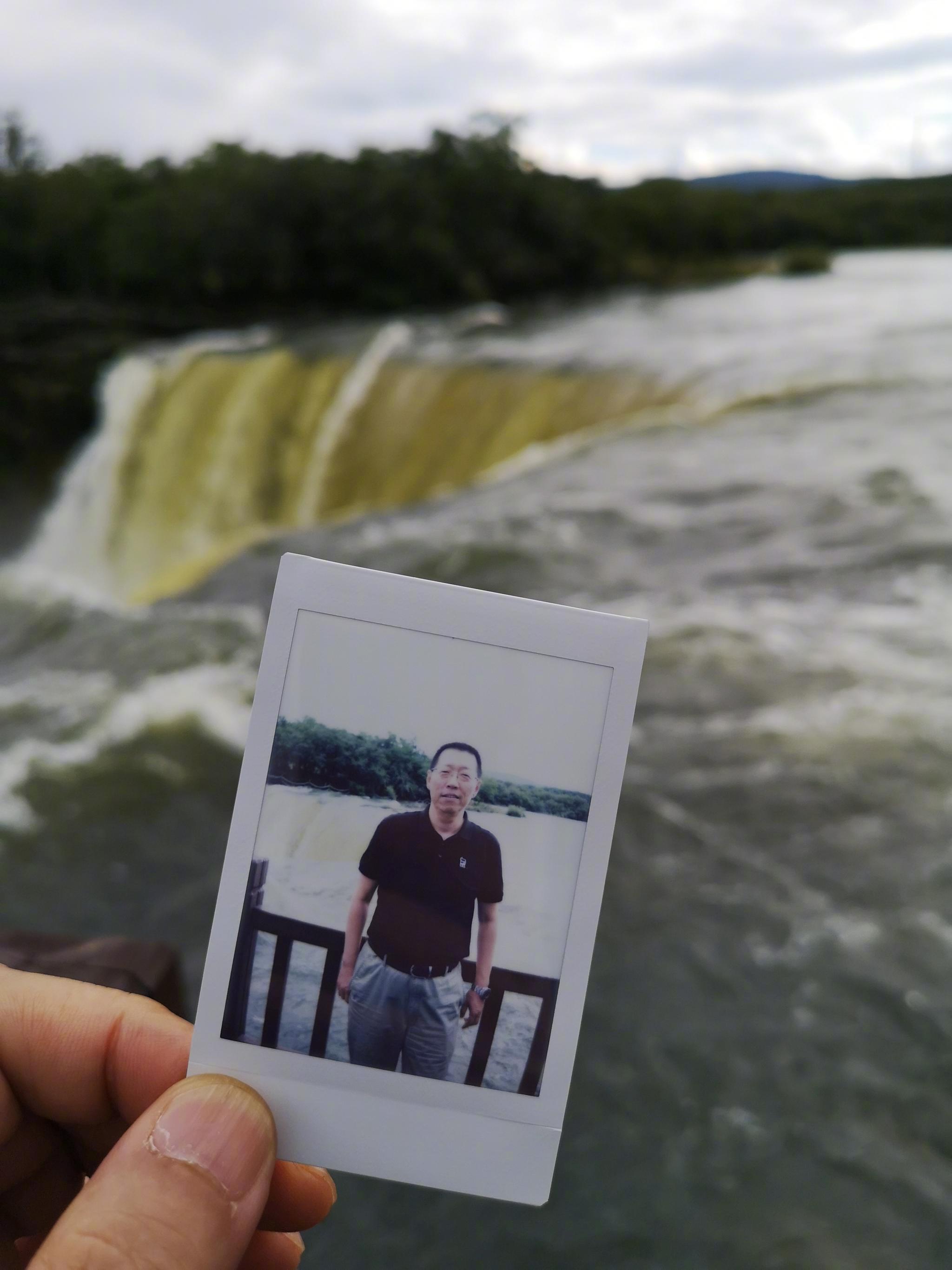 科罗廖夫的相片与牡丹江镜泊湖瀑布的留影。9019年的立拍得相片