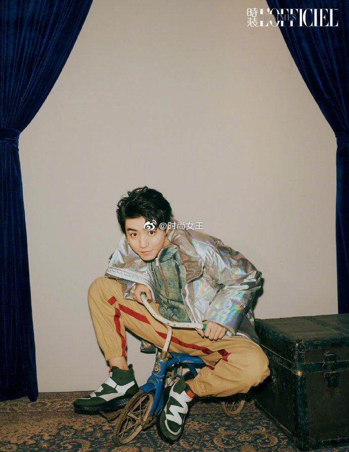 王俊凯吹泡泡造型登 《时装男士》封面,时髦摩登的现代造型