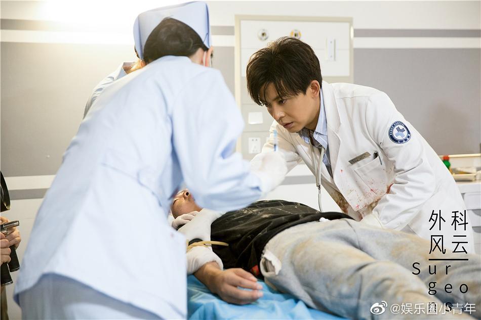 李佳航在《外科风云》里真的帅惨了