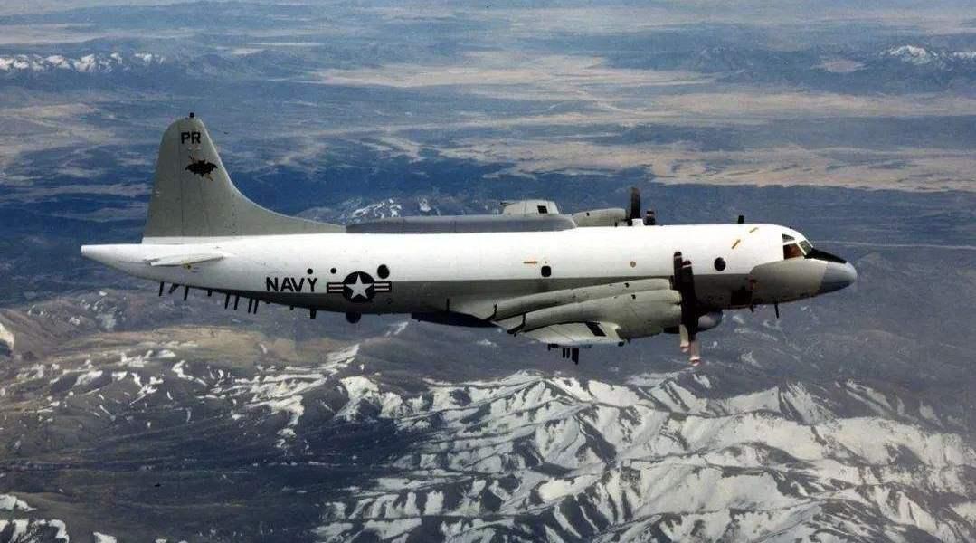 美国侦察机硬闯中国,我飞行员这一个动作,美军当场吓出一身冷汗