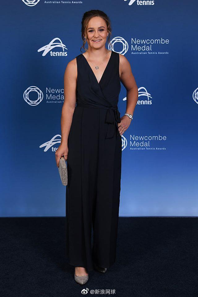 澳大利亚纽康比奖颁奖红毯,你们喜欢谁的打扮?
