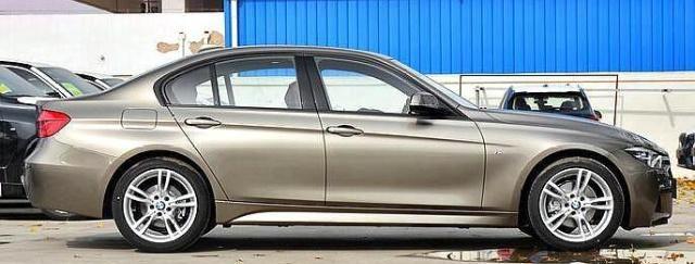 宝马3系和奔驰C级选谁好?老师傅一番分析,车主都说:选它更好